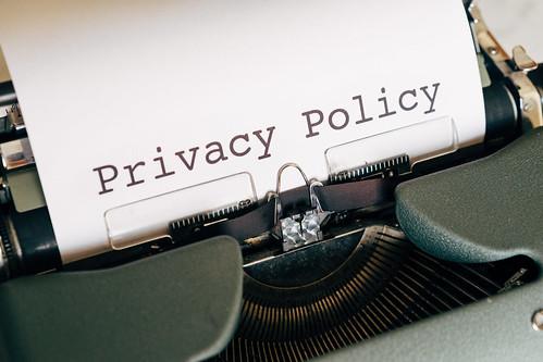 Privacy Policyと記載された紙